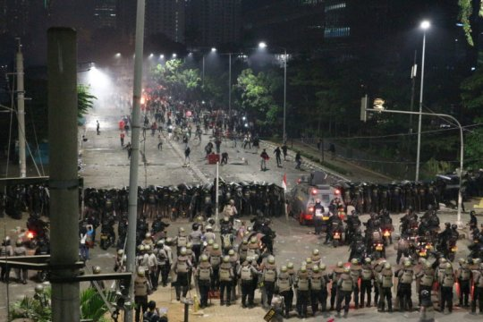 Kemarin, ekses demonstrasi hingga otoped listrik