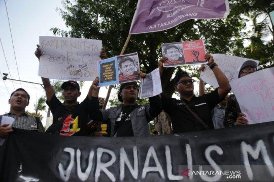 Wartawan di Tanjung Pinang gelar aksi solidaritas stop kekerasan