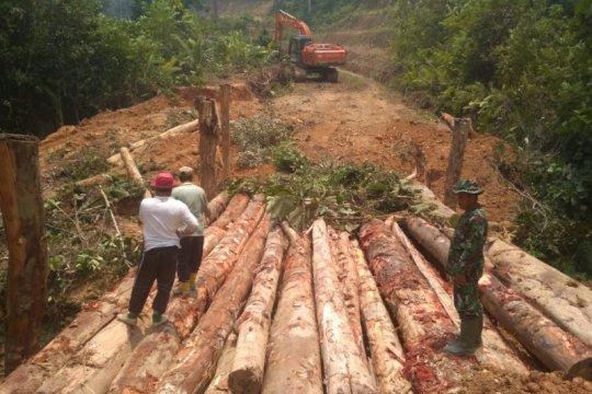 Rumah warga perbatasan RI-Malaysia direhabilitasi sambut HUT TNI