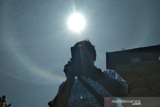 Fenomena halo matahari terlihat di atas langit Kudus