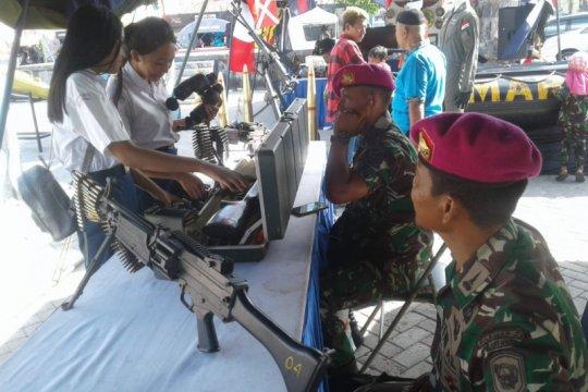 Masyarakat antusias saksikan pameran alutsista di Lantamal Manado
