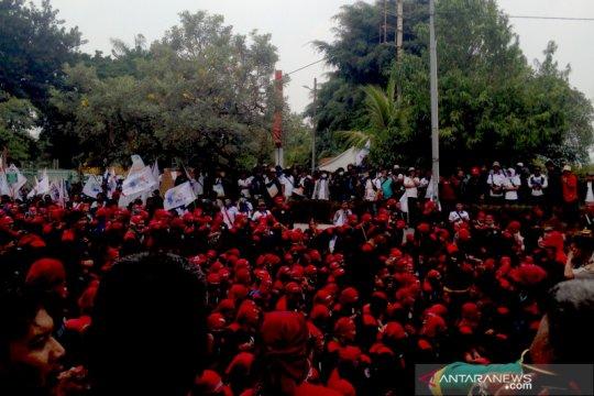 Massa buruh ingin bertemu Ketua DPR sampaikan aspirasi