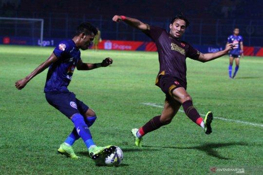 Arema FC kandaskan PSM Makassar 2-0