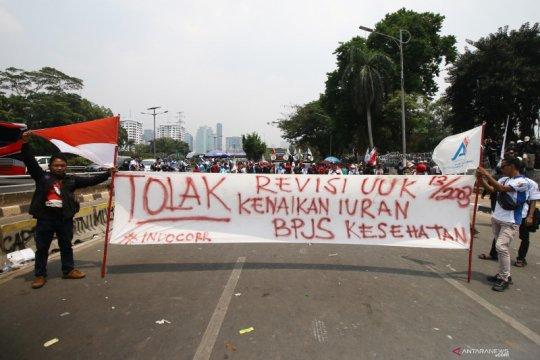 Berlangsung damai, demo buruh di DPR dipuji