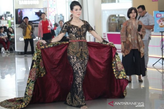 Bandara Juanda gelar peragaan busana peringati Hari Batik