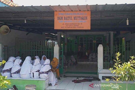 Khawatir ambruk, kegiatan mengajar dipindahkan ke mushala
