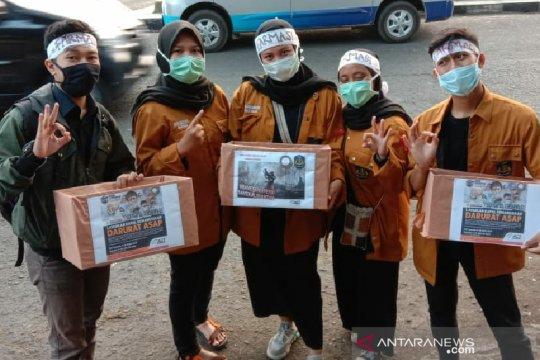 Mahasiswa Uniga salurkan bantuan untuk korban bencana asap