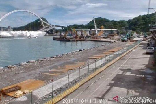 Penyelam Taiwan cari nelayan hilang yang terjebak reruntuhan jembatan