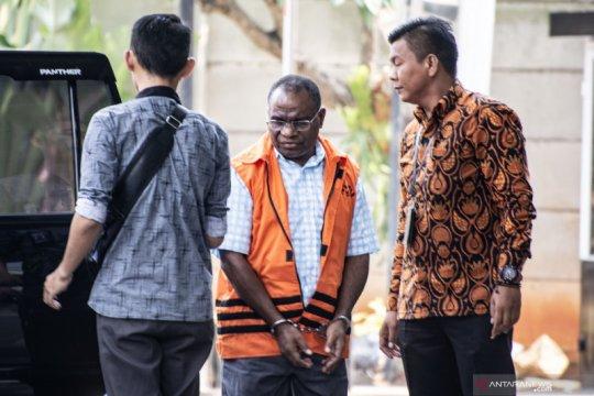 Mantan Kadis PU Papua divonis 5 tahun enam bulan penjara