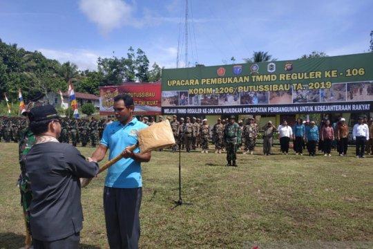 Buku statistik dibagikan kepada kecamatan di perbatasan RI-Malaysia
