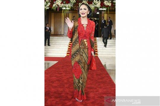 Krisdayanti hingga Dian Sastrowardoyo ucapkan Hari Batik
