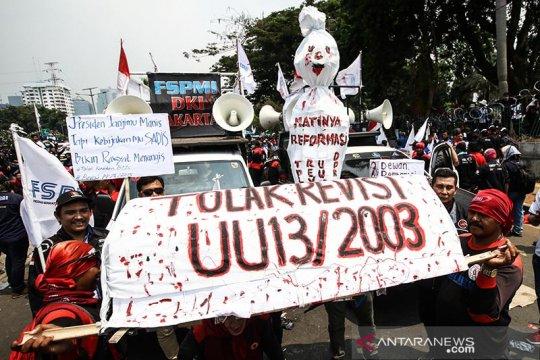 Bubarkan diri, unjuk rasa buruh terkonsentrasi di Parkir Timur Senayan