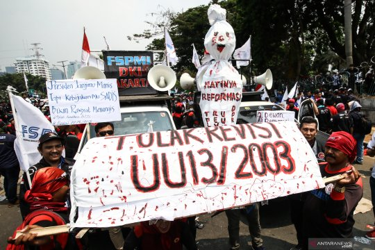 Unjukrasa buruh di berbagai daerah