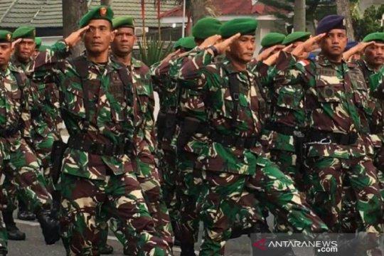 Pawai kendaraan tempur meriahkan HUT ke-74 TNI di Pekanbaru