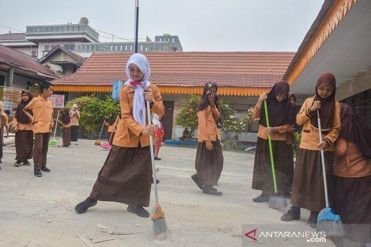 Anak pencari suaka belajar gotong-royong di SD negeri Pekanbaru