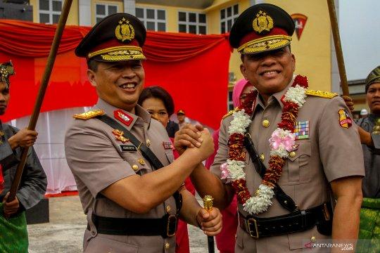 Upacara pisah sambut Kapolda Riau