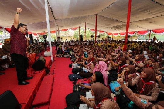 Ribuan murid SD dan SMP di Surabaya ikuti sekolah kebangsaan