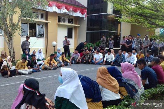 Tolak UU KPK, Aliansi Mahasiswa Solok demo DPRD