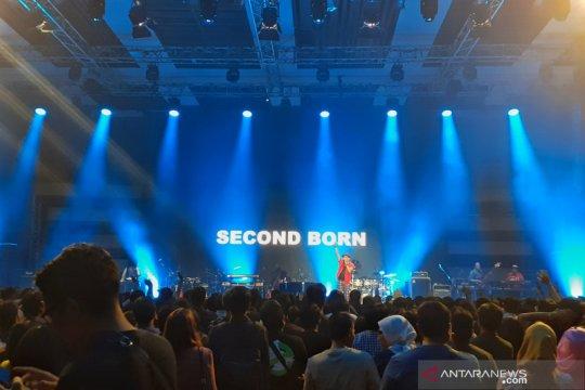 Second Born buka konser Dewa 19 dengan sederet tembang Queen