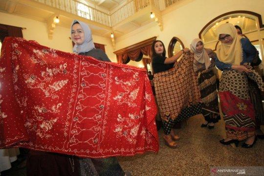 Pelatihan berkain batik