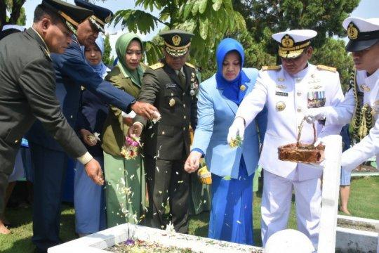 Kepala Staf Kodam I/BB ziarah ke Makam Pahlawan sambut HUT TNI