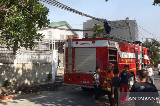 Bengkel mobil terbakar di Sunter, enam mobil damkar meluncur