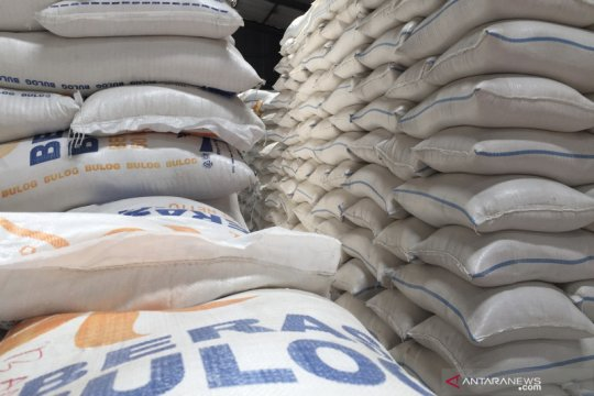 Bulog siap gelontor 600.000 ton beras medium untuk operasi pasar