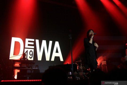 Konser reuni Dewa 19 dengan vokalis Once Mekel