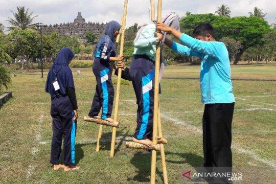 Pengunjung Borobudur dikenalkan permainan tradisional