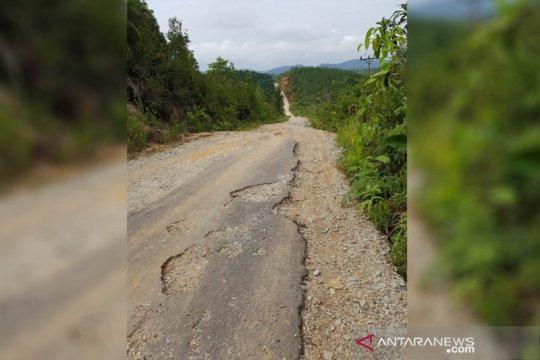 Jalan perbatasan RI-Malaysia di Simpang Silat butuh perhatian serius
