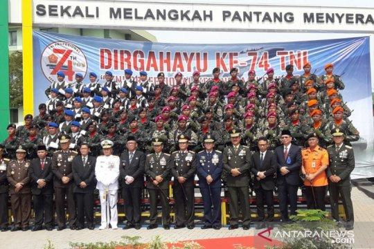 Kodam Tanjungpura gelar upacara parade pasukan HUT Ke-74 TNI