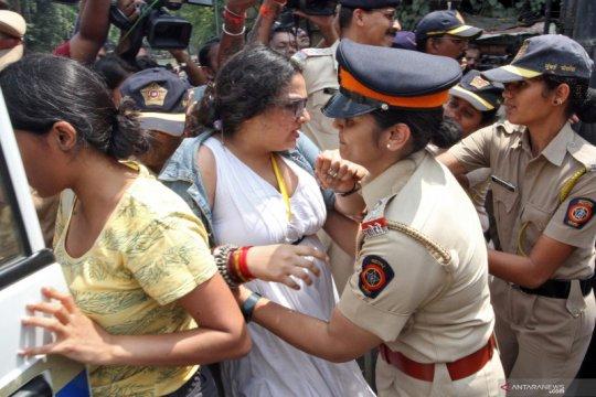 Polisi India tahan 40 pemrotes penebangan pohon untuk metro baru
