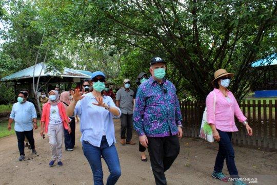 Dubes AS kunjungi Pusat Rehabilitasi Orangutan Ketapang