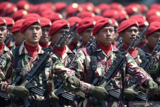 Defile Pasukan TNI saat peringatann HUT ke-74 TNI