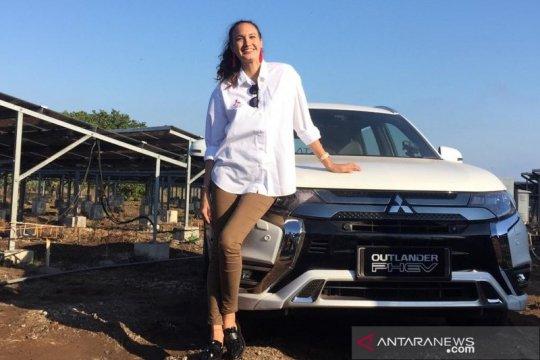 Nadine Chandrawinata: travelling cara terbaik mengenal orang