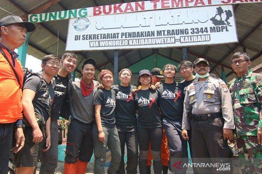 Tujuh WNA Singapura yang terjebak kebakaran Gunung Raung selamat