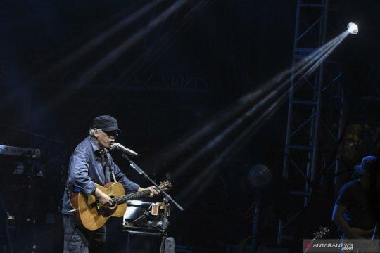 Penampilan Iwan Fals di Synchronize Fest 2019
