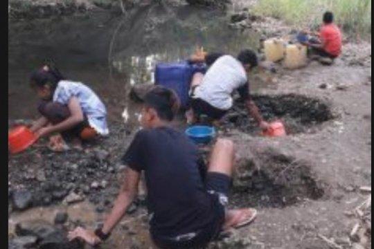 Krisis air bersih landa ratusan warga di selatan Tulungagung-Jatim
