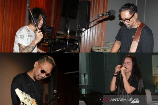 Cerita kebangkitan Cokelat, album #LIKE! dan konsistensi konsep rock