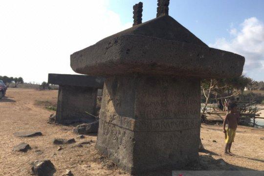 Sensasi magis kuburan batu di Ratenggaro