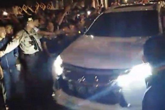 Empat mobil KPK masuki kompleks rumah dinas Bupati Lampung Utara