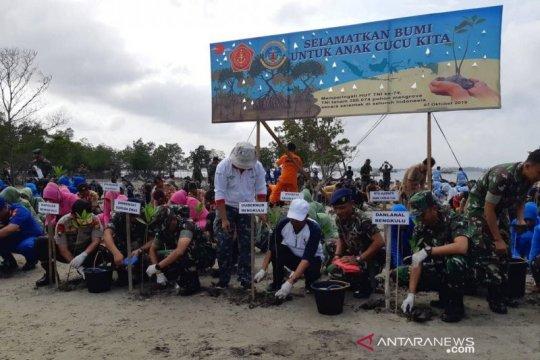 TNI AL Bengkulu tanam 4.500 mangrove