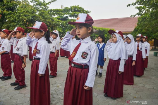 Anak pencari suaka wajib ikut upacara bendera di SD negeri Pekanbaru