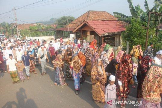 Warga Tanjung Pasir lestarikan tudung yang hanya perlihatkan mata