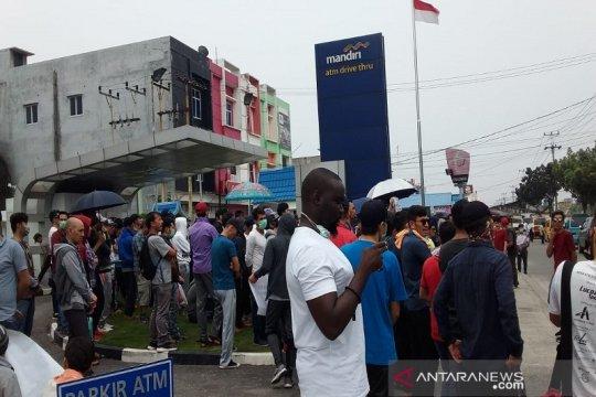 Pencari suaka kembali demo di Pekanbaru