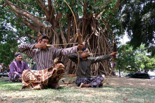 Melestarikan jemparingan panahan gaya Yogyakarta