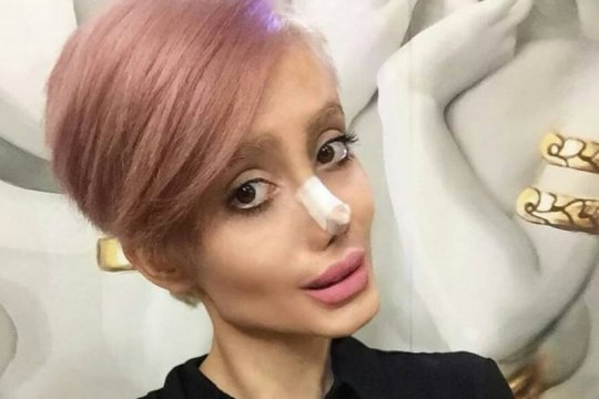 Selebgram Iran mirip Angelina Jolie ditangkap
