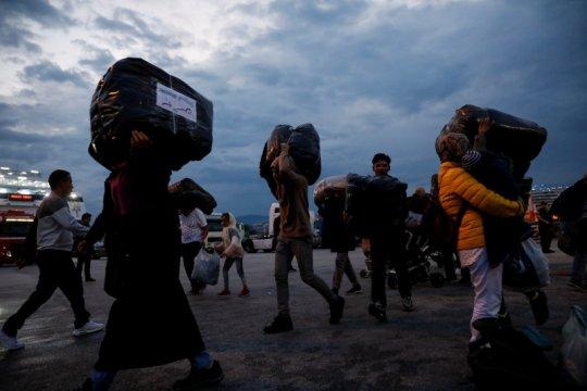 jumlah kedatangan meningkat, Yunani pindahkan migran ke daratan