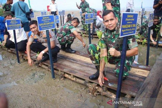 Pangdam Sriwijaya tanam mangrove di Pelabuhan TAA