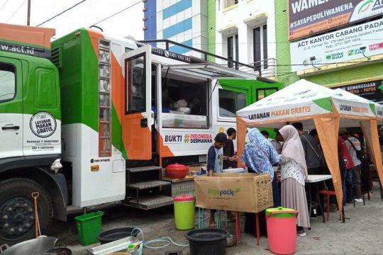 ACT Sumbar bagikan 1.000 porsi makanan ke masyarakat kurang mampu